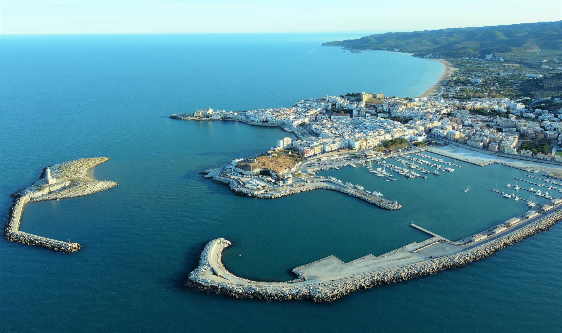 foto del porto di Vieste dall